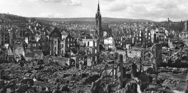 Ficheiro:Bombardeamento de Pforzheim.jpg